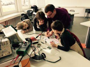 Fab Lab Kaunas Junior: Pirmieji automatikos ir robotikos užsiėmimai