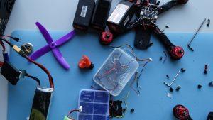 Lenktyninių dronų gamybos dirbtuvės: mėnesio varžybos