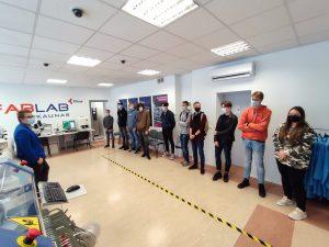 """Įvadinės savaitės metu pirmakursiai lankėsi """"FabLab Kaunas"""" laboratorijose"""